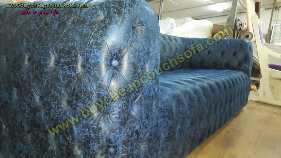Kodu: 12395 - Blue Leather Sofa Fully Quilted Luxury Navy Blue Chesterfield Sofa