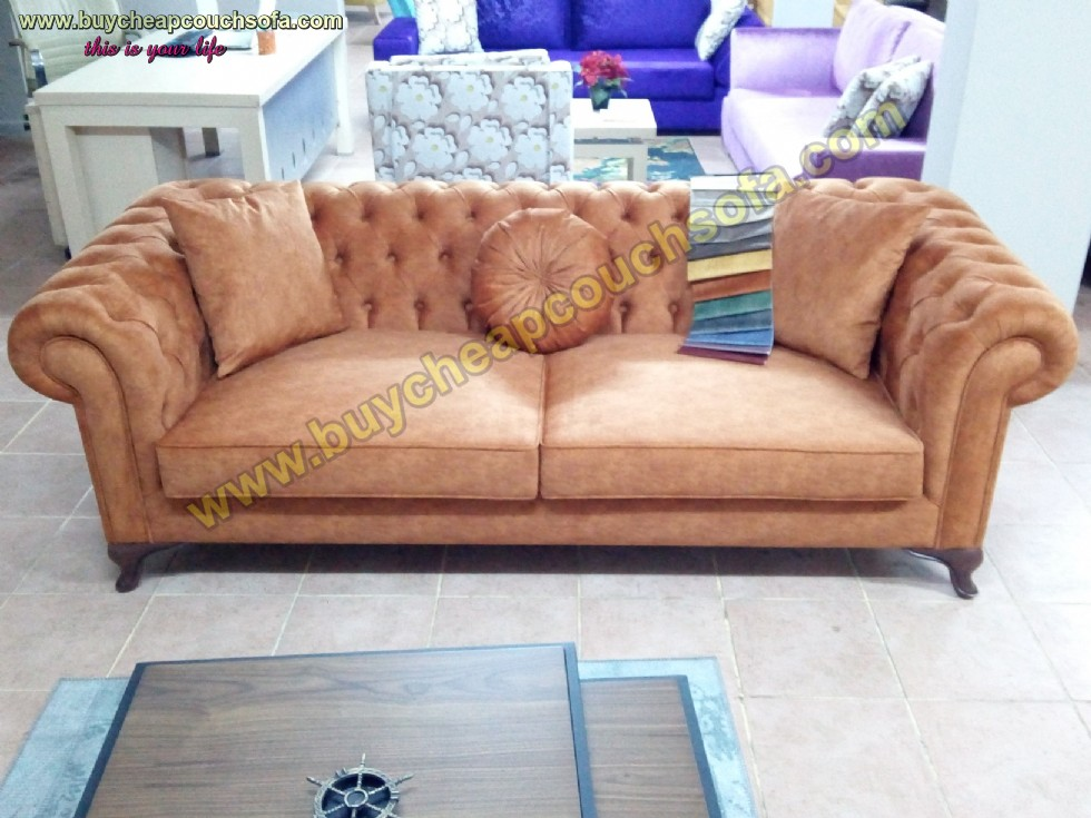 Kodu: 9640 - Brown Chesterfield Couch